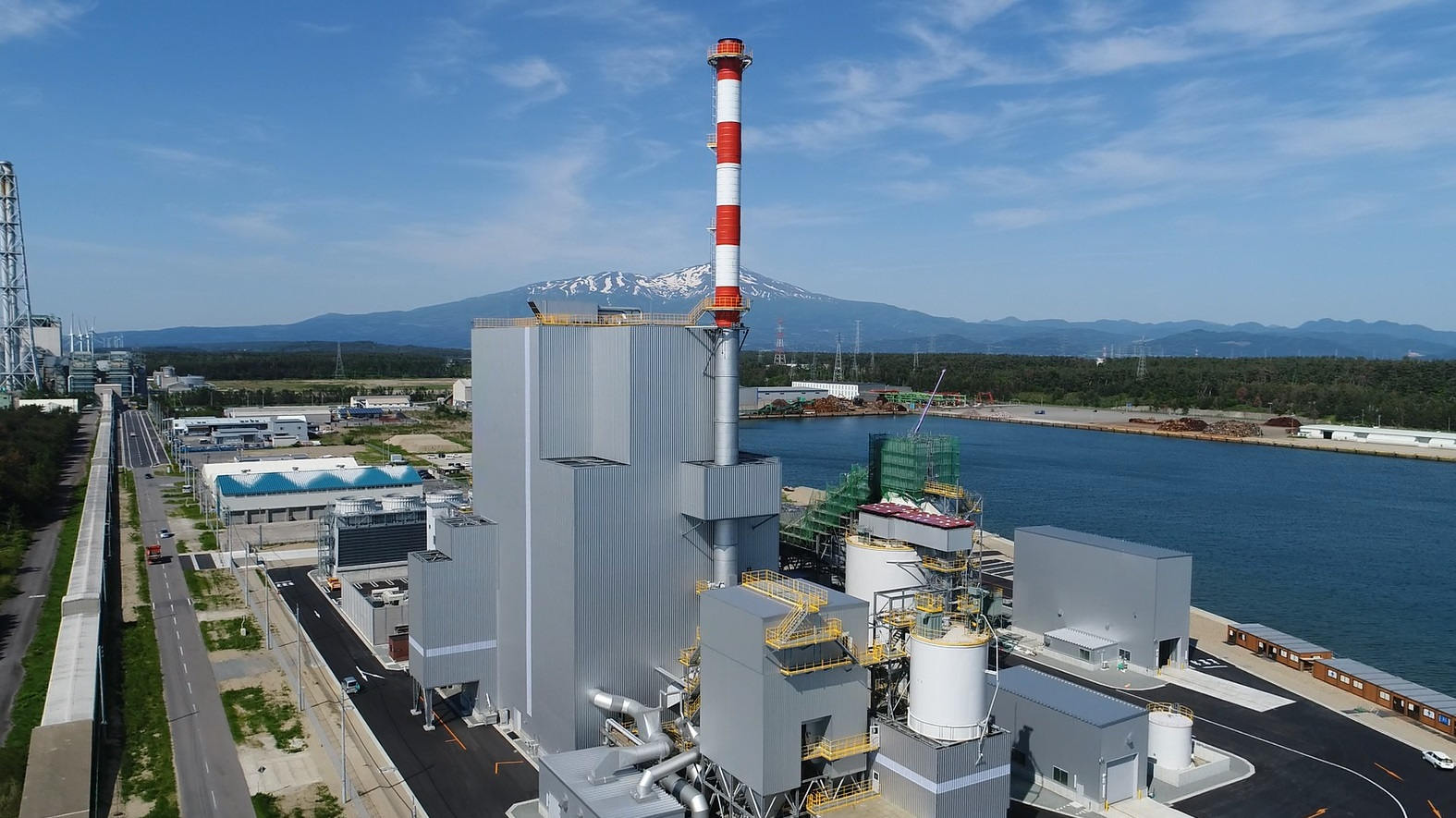 One of Tohoku's largest woody biomass power plants enters